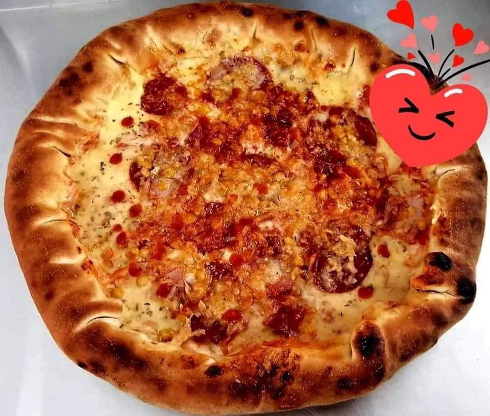 PIZZA PLNENÁ SYROM / SAJTAL TÖLTÖTT PIZZA +2,00 € / XXL +3,00€